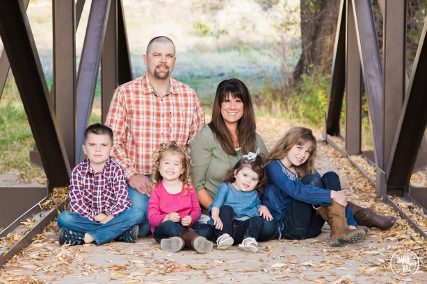 Utah Family Portrait Photographer | Utah Photographer | Utah Portrait Photographer | Portraits | Lehi Photographer | Utah County Photographer | Fall Portraits | Sara Vaz Photography